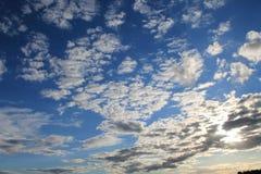 Cielo soleggiato appannato blu Fotografie Stock