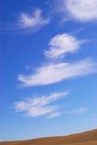 Cielo sopra il deserto immagini stock libere da diritti