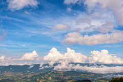 Cielo sopra la gamma di alta montagna Fotografie Stock Libere da Diritti