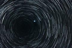 Cielo stellato con le tracce fotografia stock