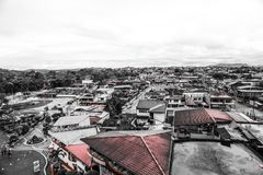 Cielo stupefacente in Ecuador e tetti Fotografia Stock Libera da Diritti