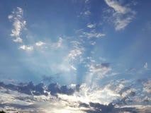 Cielo su terra fotografie stock