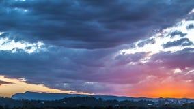 Cielo tempestuoso en la puesta del sol Imagen de archivo libre de regalías