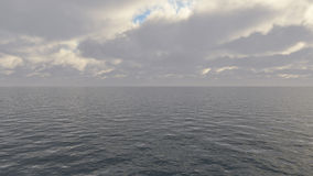 Cielo tempestuoso nublado oscuro con las nubes y las ondas en el mar Imagen de archivo