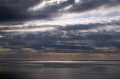 Cielo tempestuoso sobre el mar adriático fotos de archivo libres de regalías