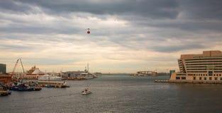 Cielo tempestuoso terminal de los cruceros del puerto de Barcelona Imagen de archivo