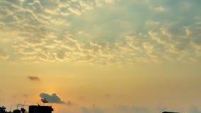 Cielo, tramonto arancio e giallo luminoso del blu, di colori Immagine Stock Libera da Diritti