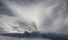 Cielo triste con le nuvole di tempesta Fotografia Stock Libera da Diritti