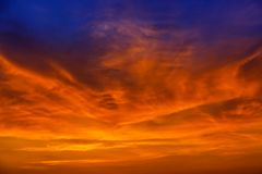 Cielo variopinto irreale magico ad alba Fotografia Stock Libera da Diritti