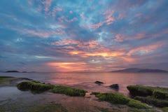 Cielo Vietnam de la salida del sol de la bahía de Nha Trang Foto de archivo