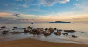 Cielo Vietnam de la tarde de la bahía de Nha Trang Foto de archivo