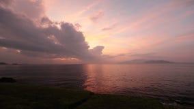 Cielo Vietnam di alba della baia di Nha Trang stock footage