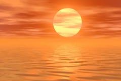 Cielo y agua anaranjados Fotografía de archivo libre de regalías