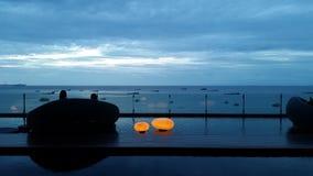 Cielo y mar por la tarde en pattaya Imágenes de archivo libres de regalías