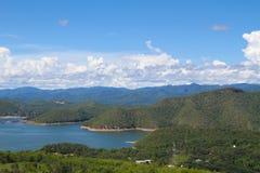 Cielo y montaña hermosos Foto de archivo
