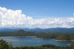 Cielo y montaña hermosos Fotografía de archivo libre de regalías
