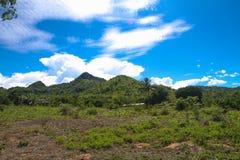Cielo y montaña hermosos Imagen de archivo