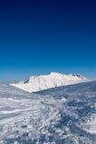 Cielo y nieve en Campo Imperatore imagen de archivo libre de regalías