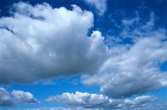 Cielo y nubes. Imagen de archivo