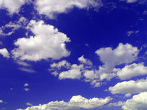 Cielo y nubes imagenes de archivo