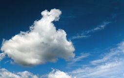 Cielo y nubes del contraste foto de archivo libre de regalías