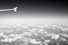 Cielo y nubes vistos de ventana plana Atmósfera, estratosfera, aire Cloudscape, tiempo, naturaleza Pasión por los viajes, aventur foto de archivo