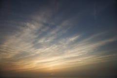 Cielo y nubes Wispy Imágenes de archivo libres de regalías