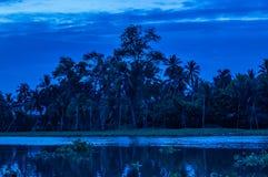 Cielo y río que igualan el sol Imagen de archivo