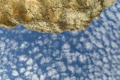 Cielo y rocas Foto de archivo libre de regalías