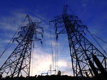 Cielo y torres eléctricas imagen de archivo libre de regalías