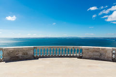 Cielos azules de desatención de Panteao Nacional del océano del balcón de la catedral Fotografía de archivo