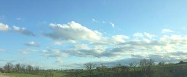 Cielos azules hermosos imágenes de archivo libres de regalías