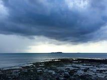 Cielos de la historia en la playa Fotos de archivo