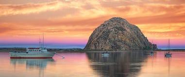 Cielos en colores pastel sobre la bahía de Morro Imagen de archivo libre de regalías