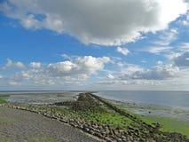 Cielos holandeses sobre el mar de Wadden foto de archivo libre de regalías