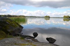 Cielos reflejados en el lago Foto de archivo
