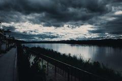 Ciemna burzy nieba rzeka Obraz Royalty Free