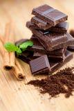 Ciemna czekolada, świeża mennica i cynamon, Zdjęcia Royalty Free