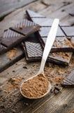 Ciemna czekolada na drewnianym stole zdjęcia royalty free