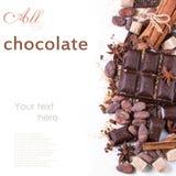 Ciemna czekolada z kakaowymi fasolami obrazy royalty free