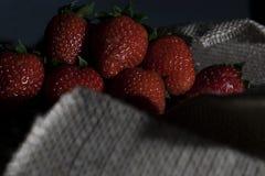 Ciemna karmowa truskawka fotografia stock