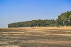 Ciemna piasek plaża Zdjęcia Stock