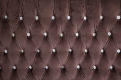 Ciemna tapicerowanie kanapa, waciana tkaniny kanapa Fotografia Stock