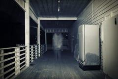 Ciemna ulica z starego człowieka duchem Fotografia Stock