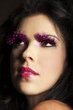 Ciemna z włosami kobieta jest ubranym fantazi różowego makeup Obrazy Royalty Free