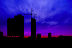 Ciemna zmierzchu i sylwetki budowa Obrazy Stock