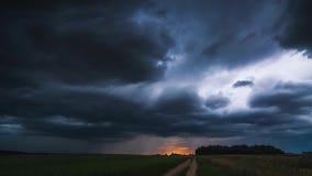 Ciemne burz chmury rusza się szybko, timelapse 4k zbiory