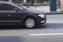 Ciemnego koloru samochodowy jeżdżenie. Obrazy Royalty Free