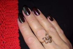 Ciemni purpura gwoździe z drobinami obrazy royalty free