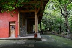 Ciemniutki zakrywający jard z balustradą przed antycznym chińczykiem Obrazy Stock